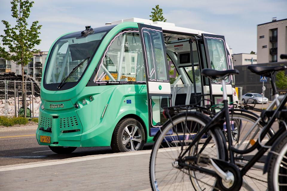 Autonomiczny autobus w Helsinkach, Finlandia 2017 rok.