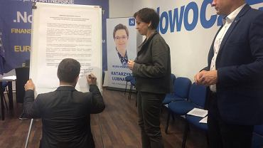 Łódzcy politycy podpisują manifest przeciwko rasizmowi