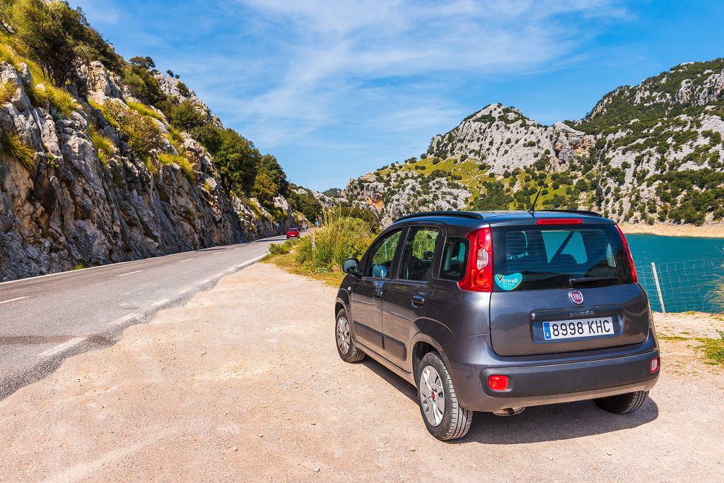 Samochód do 10 tys. złotych - przykładem takiego pojazdu jest Fiat Panda. Zdjęcie ilustracyjne, vivooo/shutterstock.com