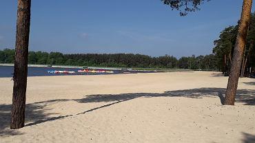 Zalew w Sielpi został już napełniony wodą. Na amatorów letniego wypoczynku czekają znacznie większe niż w poprzednich latach plaże. - Na filmie z góry to prawie jak Miami Beach - śmieje się burmistrz Końskich Krzysztof Obratański.