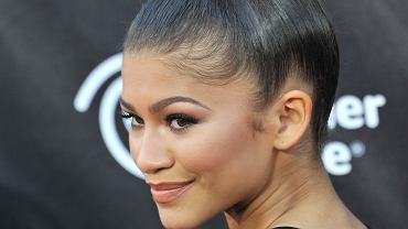 Bun lift: fryzura, która zapewnia ekspresowy lifting twarzy