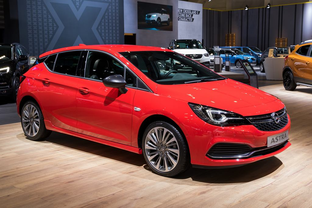 Samochód dla singla - jedną z propozycji jest Opel Astra. Zdjęcie ilustracyjne, VanderWolf Images/shutterstock.com
