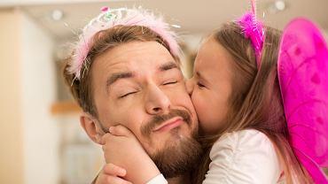 Dzień Ojca to wyjątkowy dzień, nic dziwnego, że dzieci chcą przygotować wyjątkowy prezent dla taty. Największym podarunkiem jest to, że możemy być razem i spędzać ze sobą czas. Masz już pomysł na prezent na Dzień Ojca 2017?