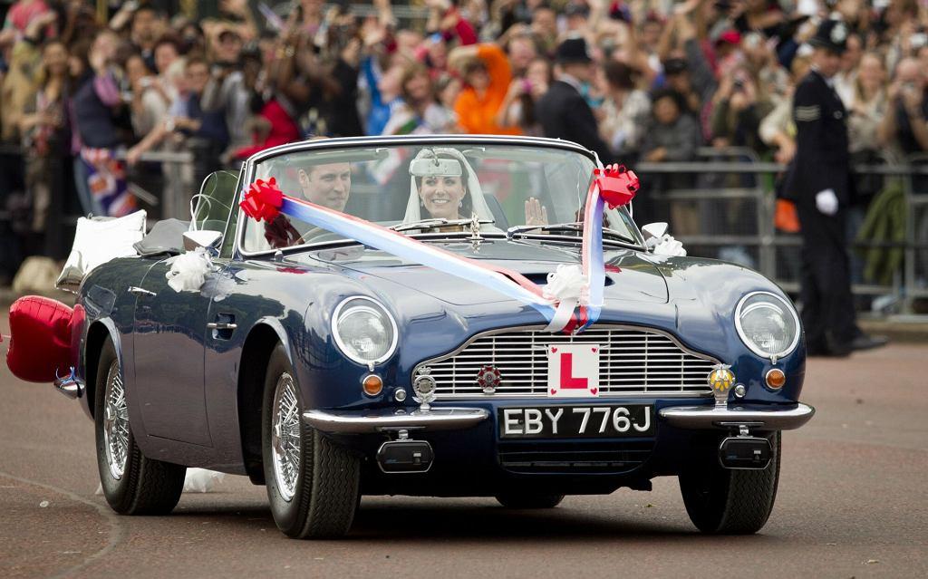Księżna Kate i książę William na przejażdżce ulicami Londynu w dniu ślubu