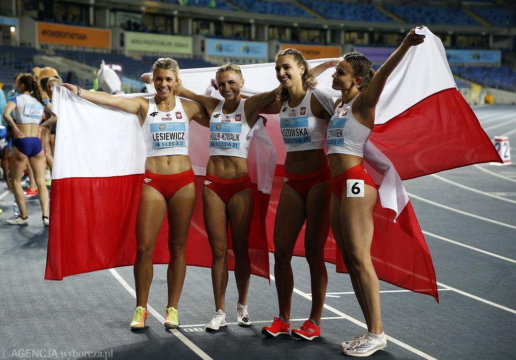Drugi dzień mistrzostw świata sztafet na Stadionie Śląskim w Chorzowie przyniósł kolejne medale dla reprezentacji Polski. Złoto wywalczyła sztafeta 4x200 metrów kobiet. Na najwyższym stopniu podium stanęły: Paulina Guzowska, Kamila Ciba, Klaudia Adamek oraz Marlena Gola. Polki wygrały z czasem 1:34.98. Drugie miejsce zajęły Irlandki (1:35.93), a na trzeciej pozycji zostały sklasyfikowane zawodniczki z Ekwadoru (1:36.86). Dziewczyny pobiły przy okazji rekord Polski z... 1975 roku. Ewa Długołęcka, Barbara Bakulin, Danuta Jędrejek, Helena Fliśnik pokonały wtedy ten dystans w czasie 1:35.5. Medalowy dorobek białoczerwonych powiększyła sztafeta 4x400 metrów kobiet, która wywalczyła w Chorzowie srebro. Zespół bronił złota z 2019 roku, ale warto zauważyć, że z tamtej drużyny (Małgorzata Hołub, Patrycja Wyciszkiewicz, Anna Kiełbasińska i Justyna Święty) - na Stadionie Śląskim pobiegła tylko Hołub. Srebro wywalczyła również polska sztafeta 4x100 metrów kobiet. Magdalena Stefanowicz, Klaudia Adamek, Katarzyna Sokólska, Pia Skrzyszowska (44.10) przegrały tylko z Włoszkami (43.79). Polki natomiast wygrały z trzecimi Holenderkami o 5 tysięcznych sekundy!