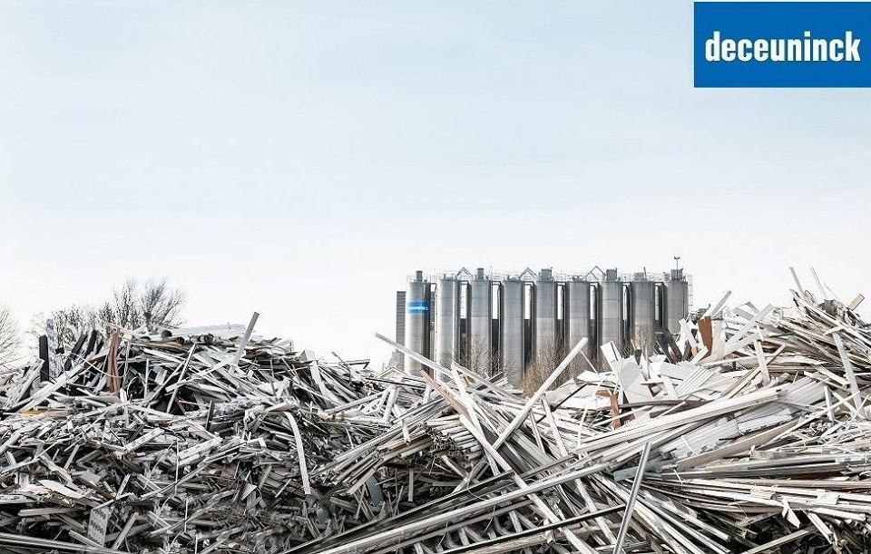 Deceuninck zapewnia pełny recykling kompletnym oknom pochodzącym z rozbiórki