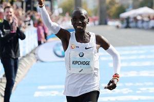 Eliud Kipchoge pobił rekord świata w maratonie aż o 78 sekund!