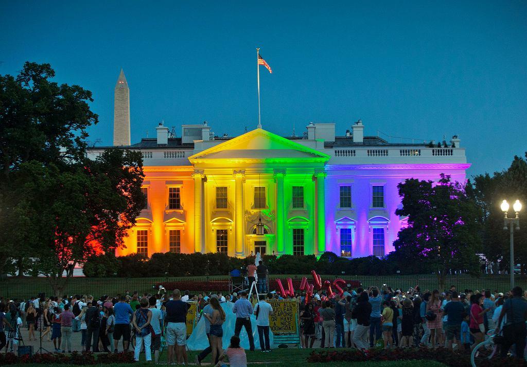 Iluminacja na fasadzie Białego Domu.