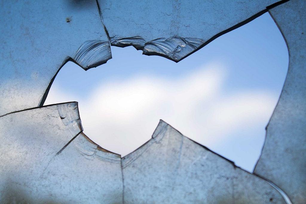Mężczyzna strzelał w kierunku okien liceum w Pruszkowie [zdjęcie ilustracyjne]