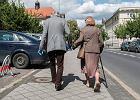"""""""Polski ład"""". Oto wszyscy seniorzy, którzy będą mieli obniżone emerytury. Biedni, bogaci, dorabiający"""