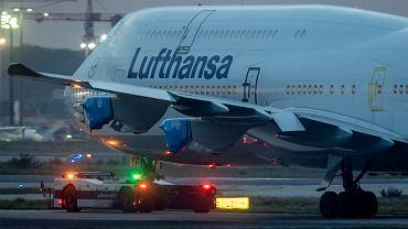 Samolot linii Lufthansa w Frankfurcie (zdjęcie ilustracyjne)