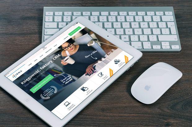 Apple iPad wraz z akcesoriami