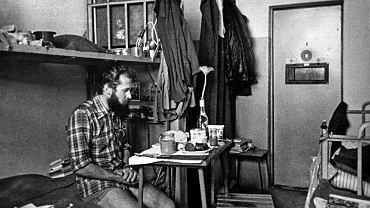 Henryk Wujec w celi więzienia w Białołęce w 1982 r.