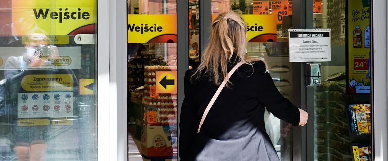 Toruń. Zakażona koronawirusem poszła do sklepu. Od maja siedzi w areszcie