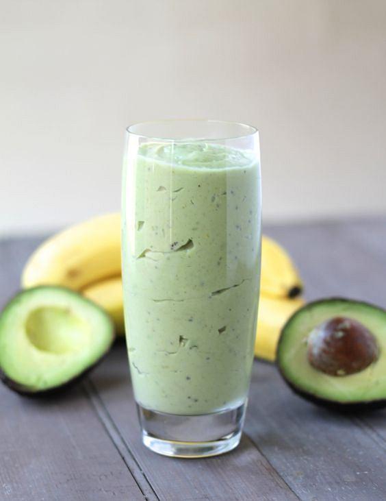 Koktajl z awokado jest pożywny i bardzo zdrowy. W sam raz na szybkie śniadanie, lunch lub kolację.