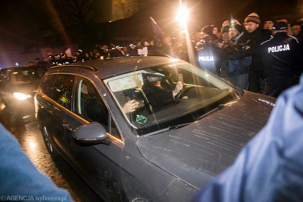 Blokada politykom PiS wjazdu na Wawel - 18.12.2016