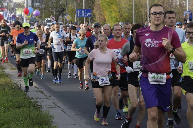 Zdjęcie numer 56 w galerii - Ponad 1200 biegaczy na starcie 37. Toruń Maraton, wygrał Łukasz Oskierko [ZDJĘCIA]