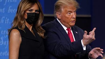 Melania Trump znów odtrąciła rękę Donalda. Wszystko uchwyciły kamery. Będą memy!