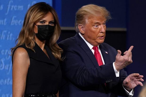 Melania Trump towarzyszyła Donaldowi Trumpowi podczas ostatniej debaty prezydenckiej. Nie obyło się bez niezręczności. Była modelka wyrwała rękę z uścisku swojego męża.