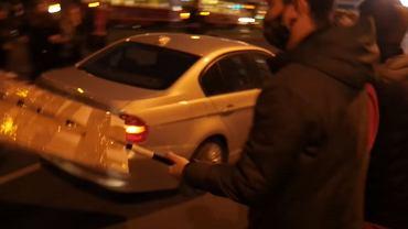 Kierowca wjechał w grupę protestujących