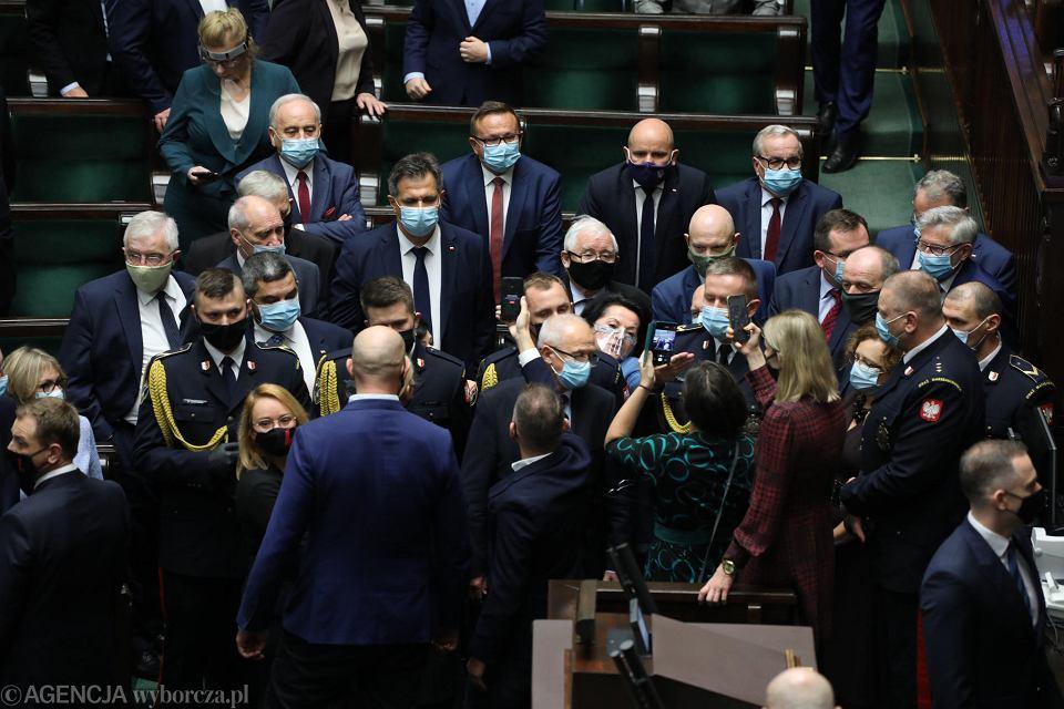 Sejm, 27 X 2020 r. Opozycja próbuje się dostać do prezesa PiS Jarosława Kaczyńskiego
