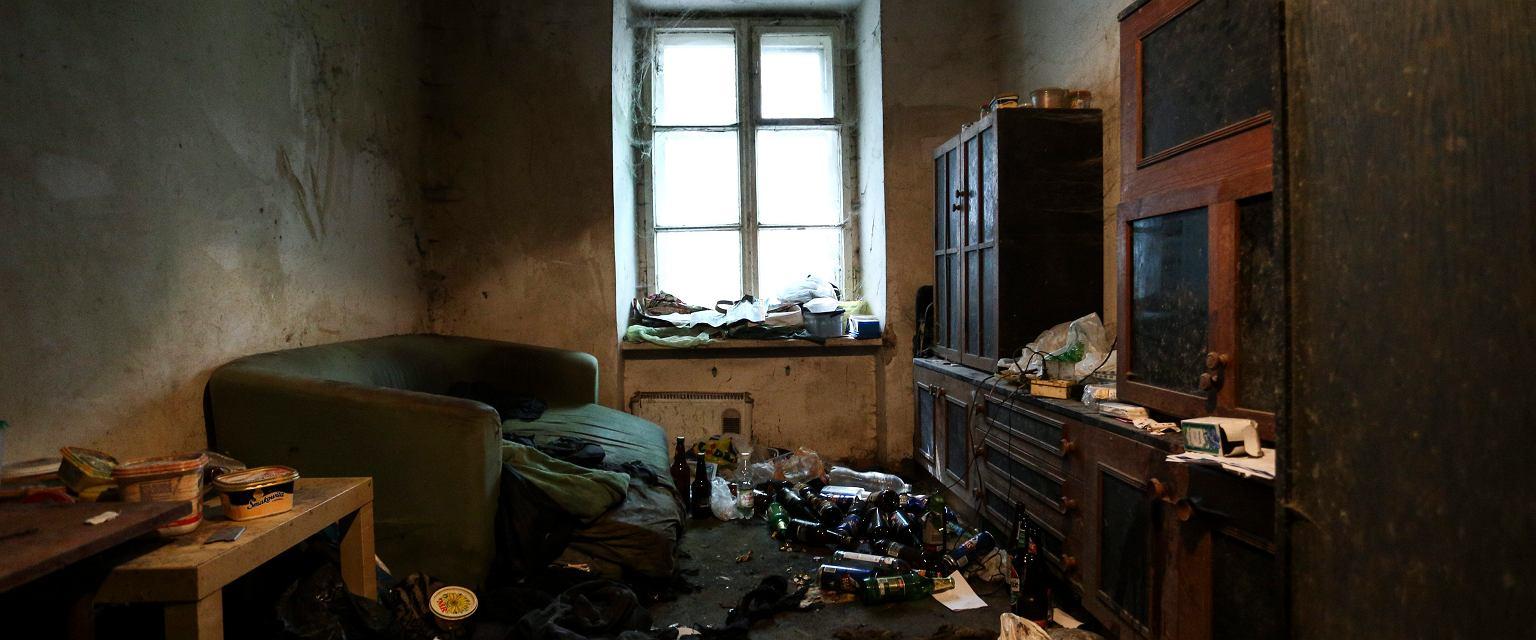 Mieszkanie w jednej z kamienic na Pradze Północ z Warszawie (fot. Adam Stepien / Agencja Gazeta)