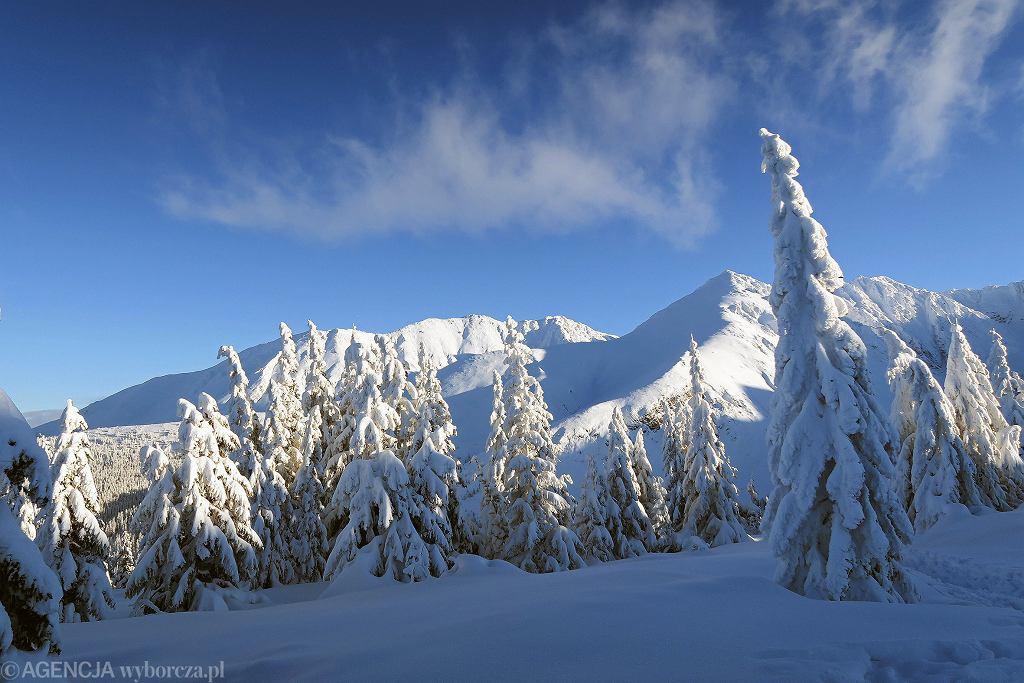 TOPR: obowiązuje czwarty stopień zagrożenia lawinowego w Tatrach