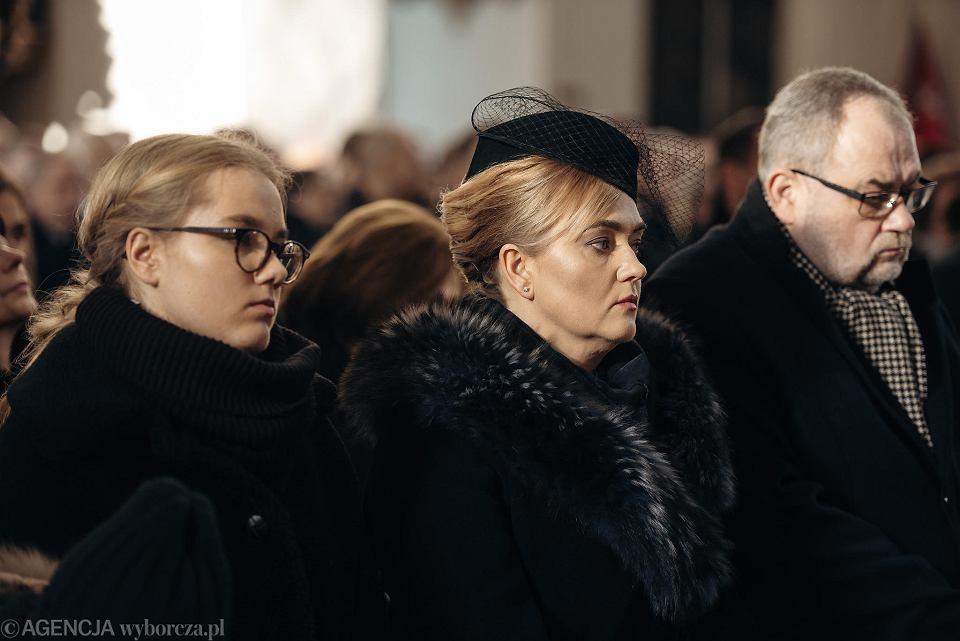 19.01.2019, Gdańsk, Magdalena Adamowicz (po prawej) na pogrzebie swojego męża Pawła.