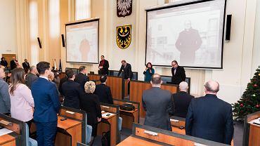 Minutą ciszy i modlitwą 'wieczne odpoczywanie' uczcili radni sejmiku śmierć prezydenta Gdańska Pawła Adamowicza