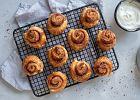 """""""Cinnamon rolls"""" są pyszne, ale czasochłonne. A co powiecie na ekspresową wersję w pół godziny? Mamy przepis"""