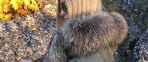 Lekka i ciepła pikowana kurtka z futerkiem na jesień. Cropp sprzedaje ją za 69,99 zł. Podobne znajdziesz w HM