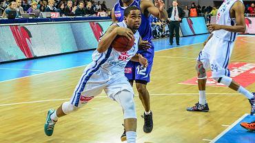 Na tego niepozornego koszykarza dąbrowska drużyna musi zwrócić szczególną uwagę - mierzący 183 cm Trevor Releford jest siódmym strzelcem ligi (średnia powyżej 18 punktów na mecz)