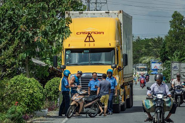 Ciężarówka Dawida na ulicach Wietnamu.
