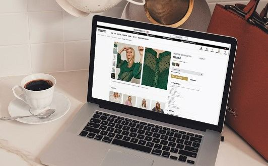 Sklepy stacjonarne z odzieżą, dodatkami i obuwiem mają coraz groźniejszą konkurencję, przybywa bowiem osób kupujących te produkty w sklepach internetowych. Wśród nich na wyróżnienie zasługuje Answear.com, czyli multibrandowy sklep online gwarantujący wysoką jakość obsługi. To sprawia, że każdego miesiąca odwiedzają go 4 miliony internautów.