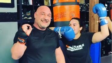 Demi Lovato wybiła swojemu trenerowi zęby podczas treningu boksu. 'Przepraszam!'