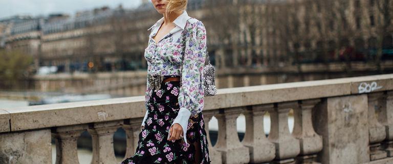 Damskie koszule z tego materiału są przewiewne i miłe w dotyku. Model w kwiaty skandynawskiej marki jest piękny!