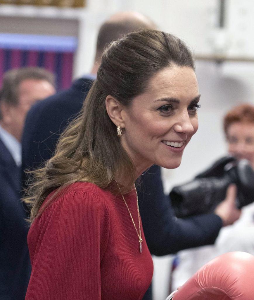 Księżna Kate w modnej sukience z Zary. Kreacja idealnie podkreśliła jej rewelacyjną figurę