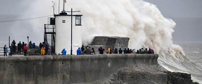 Sztorm Dennis nad Europą. IMGW wydało ostrzeżenia przed silnym wiatrem