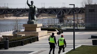 Warszawa. Zamknięte bulwary wiślane z powodu pandemii koronawirusa.