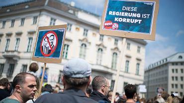 Protest pod siedziba kanclerza Austrii w związku z aferą korupcyjną, 18 maja 2019.