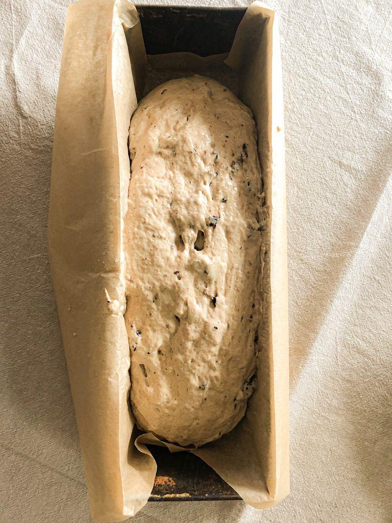 Prosty chleb śliwkowy