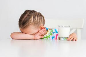 Skaza białkowa u dzieci - przyczyny, objawy, leczenie