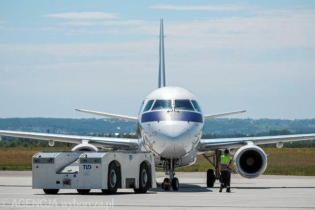 Samolot na lotnisku w Rzeszowie.