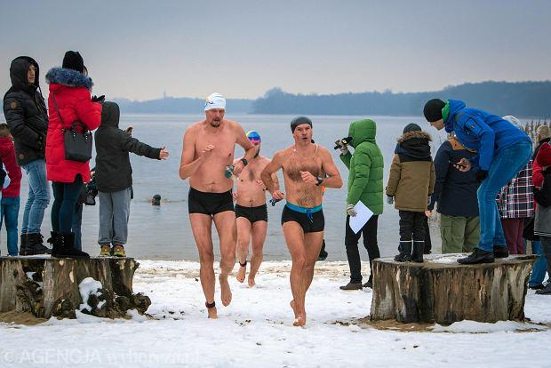 Zdjęcie numer 0 w galerii - Pływanie w lodowatej wodzie, bieg po śniegu, jazda po błocie. Oto triathlon ekstremalny [ZDJĘCIA]