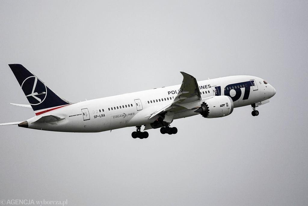 Boeing Dreamliner 787 w barwach LOT