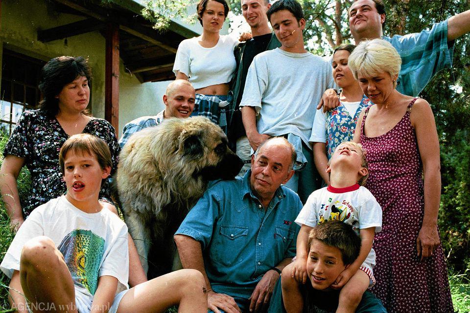 Jacek Kuroń z rodziną, lipiec 1995
