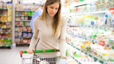 Wybór produktów ogromny, ale dostęp do na pewno zdrowej żywności bardzo ograniczony. Brak ruchu konsumenckiego w Polsce sprawia, że nikt nas realnie nie broni przed przemysłem spożywczym - ostrzega prof. Naruszewicz