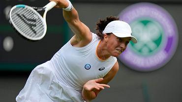 Iga Świątek w III rundzie Wimbledonu. Pokonała 36-letnią Rosjankę [ZAPIS RELACJI]