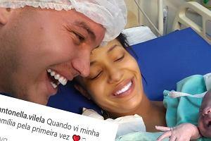 Mama spojrzała na noworodka pierwszy raz. Jego reakcja? To zdjęcie zachwyciło świat