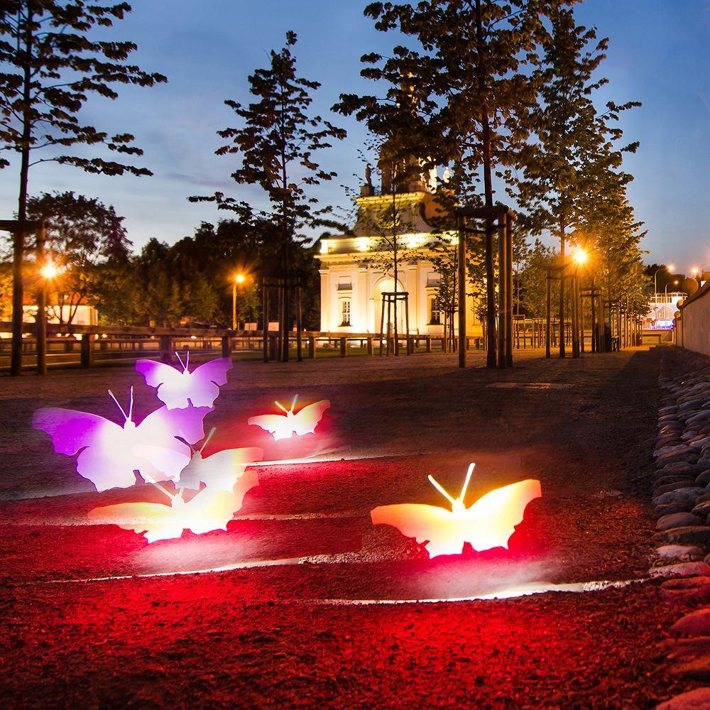 Dziedziniec Pałacu Branickich, Białystok. W tym miejscu jest magia. To tu ulotność marzeń ukształtowała przestrzeń. Nadała jej siłę i piękno by właśnie w tym mieście żyć, kochać i... powrócić, jak motyle. Do nieba